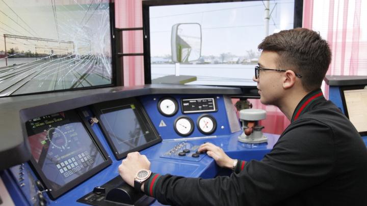 Что чувствует автомобилист, сидя за пультом управления электропоезда