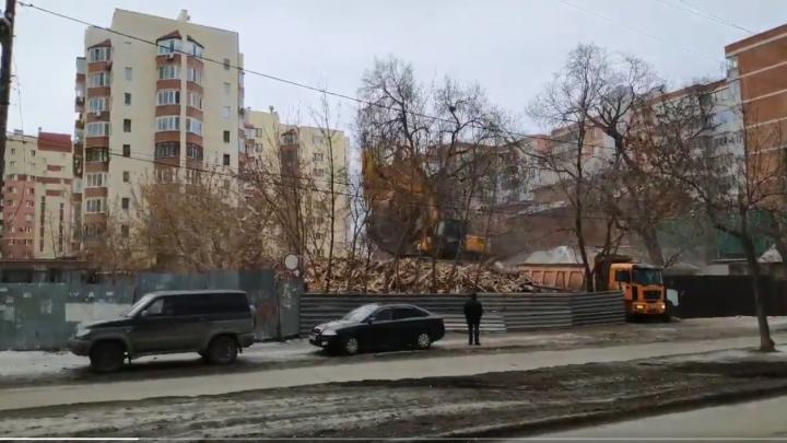В центре Самары снесли аварийный дом