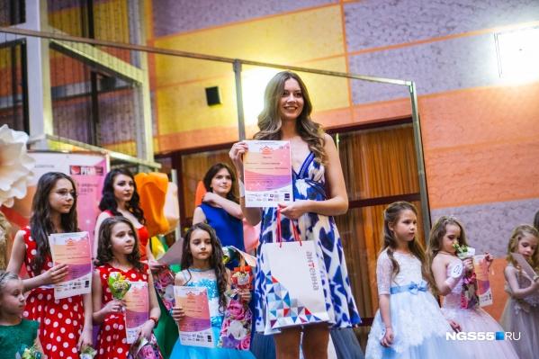 Победительнице вручили диплом и подарки