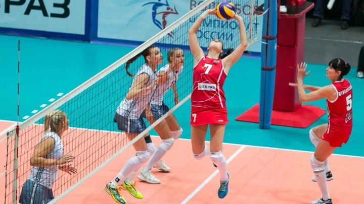 Волейболистки из Екатеринбурга разгромили команду, которая арендовала их подругу