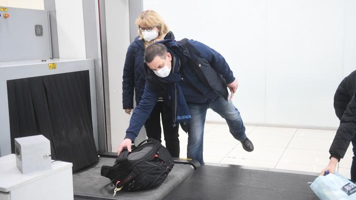 Россиянам, прилетевшим в Екатеринбург из Китая, запретили выходить на улицу 2 недели. Но они об этом не знают