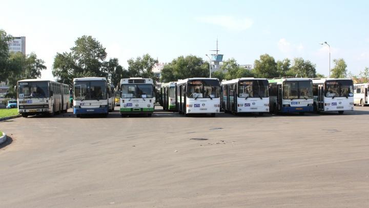 Омский водитель автобуса отказался высадить людей на остановке