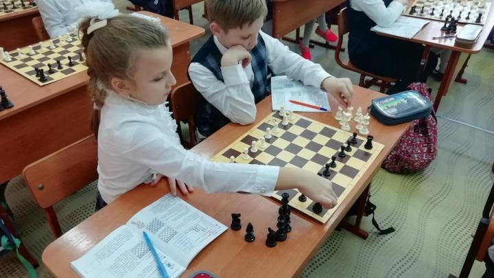 Школьников из началки стали учить игре в шахматы