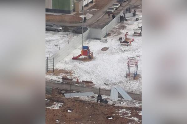 Стройплощадку разворачивают на месте существующей детской площадки
