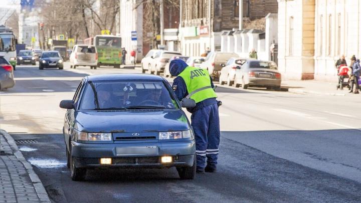 Водителя, насмерть сбившего пешехода в Ярославской области, объявили в розыск
