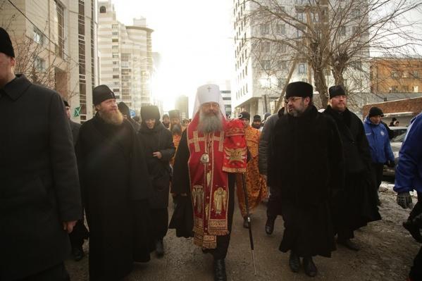 Возглавил шествие митрополит Кирилл
