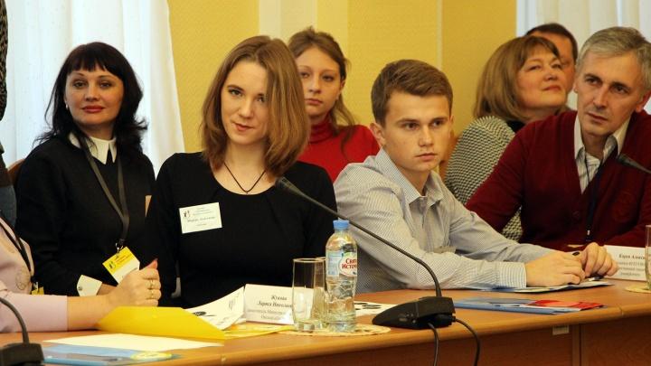 Омские чиновники по примеру коллег из Чили решили стать наставниками 14 девушек и парней