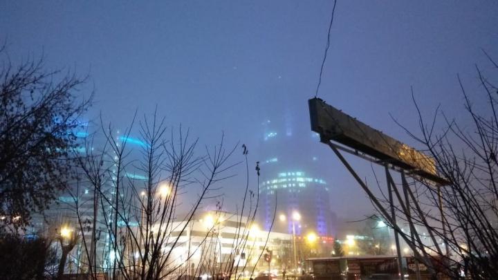 Есть в этом что-то кинговское: публикуем лучшие фото туманного Екатеринбурга