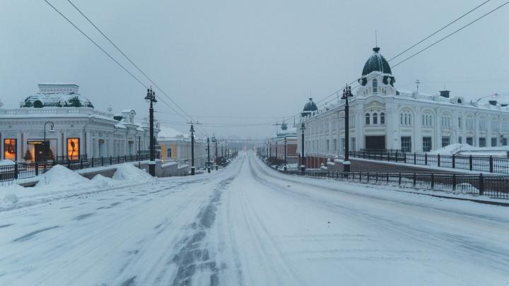 То, что вы проспали: фоторепортаж из Омска без людей, который замело снегом
