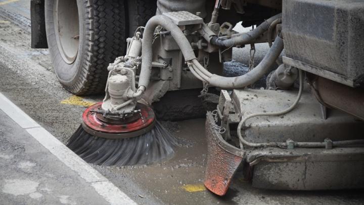 157 машин: кто очистит Челябинск от весенней грязи