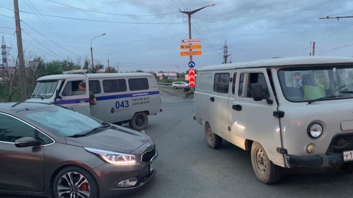«Следили за работой при режиме НМУ»: машину челябинского общественника заблокировала охрана «Мечела»