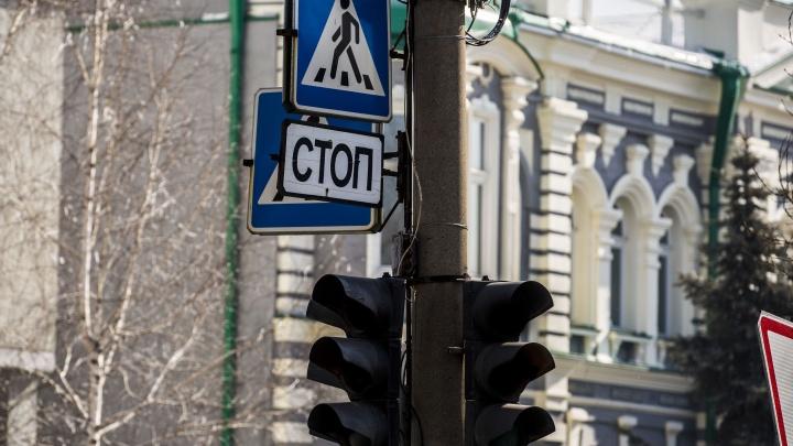 На сложном перекрёстке МЖК погас светофор: там нет света