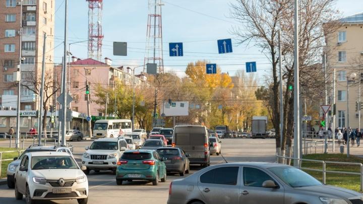 Два в одном: на Советской Армии запретили парковку и убрали «зелёный» для пешеходов