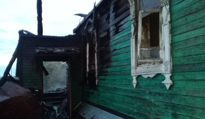 С огнём боролись четыре с половиной часа: в Ярославской области в пожаре погибла женщина