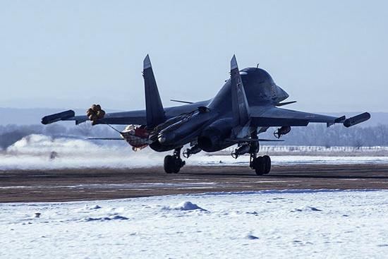Дальность полета Су-34 — до 4 тысяч км