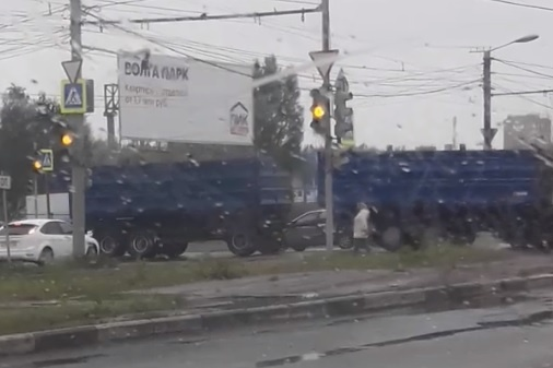 Жители Брагино говорят, что светофор барахлит уже не в первый раз