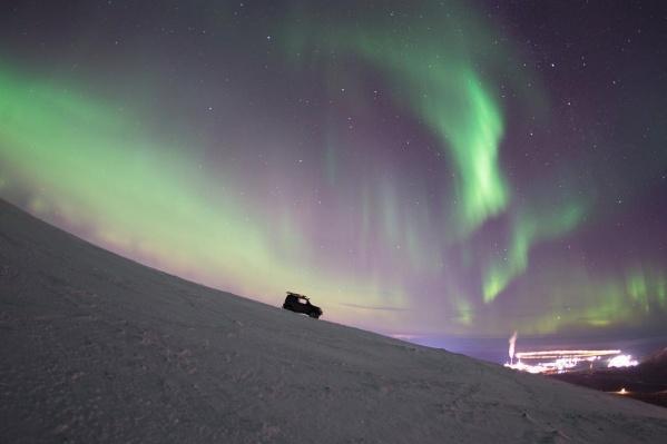 Жители Норильска регулярно наблюдают в небе яркие зеленые переливы