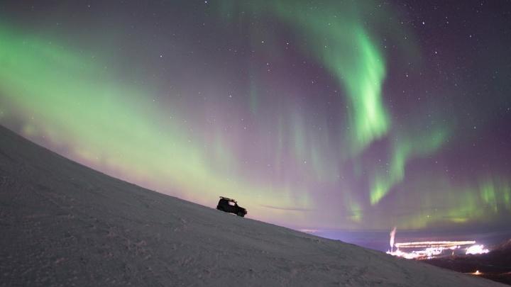 «Любуемся на зеленое небо»: в Норильске наблюдают северное сияние