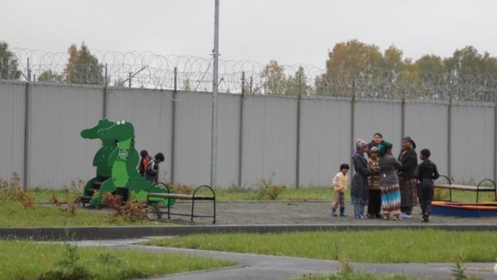 «В арестантских условиях»: мигрантка с пятью детьми на полмесяца застряла в челябинском изоляторе