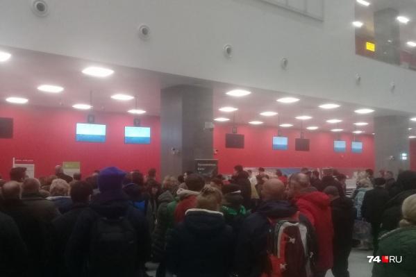 Технический сбой в аэропорту возник рано утром во вторник