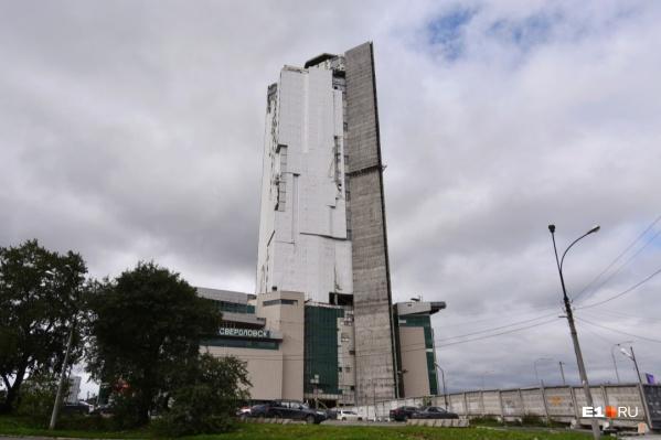Администрация требует снести 28 этажей здания