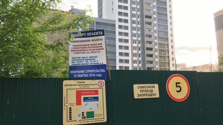 «Ждем квартиры, а нами в пинг-понг играют»: 400 человек остались без жилья из-за смерти застройщика