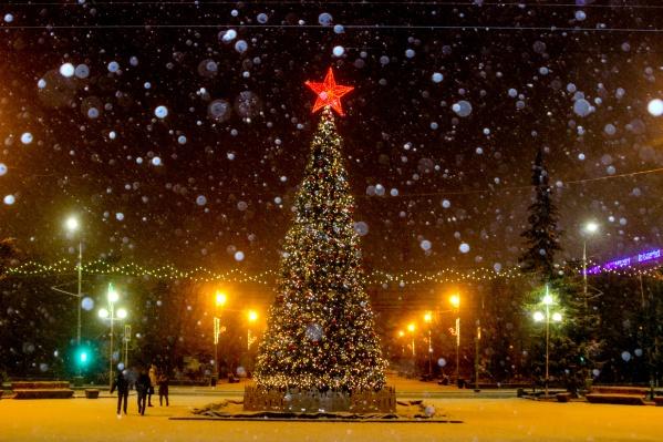 Новогодняя ёлка на Аллее Героев