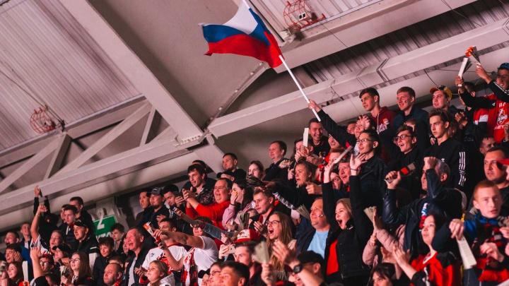 Весёлые маскоты, «Черри» и зажигательный барабанщик: фоторепортаж с первого матча нового сезона КХЛ