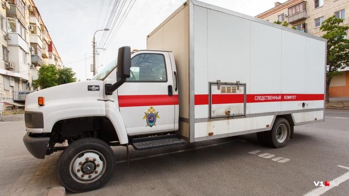 Зарезали друг друга: в частном доме Светлоярского района нашли тела двух мужчин