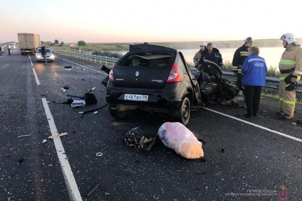 Авария произошла рано утром в Новоаннинском районе