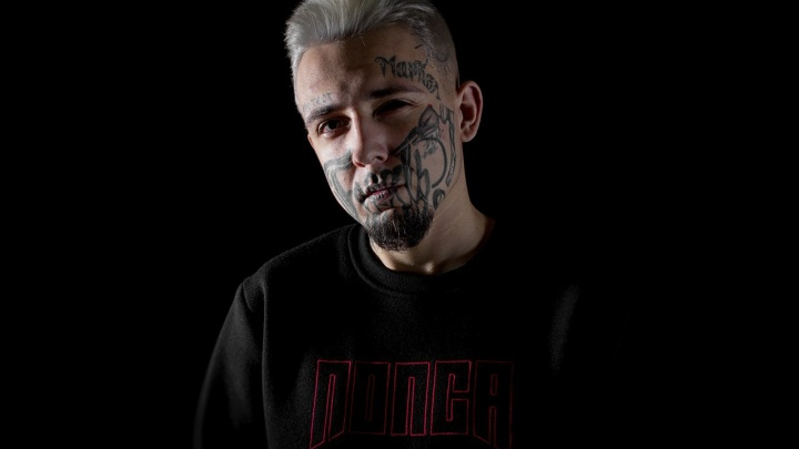 Самый татуированный красноярец решил жениться и собирает деньги на свадьбу
