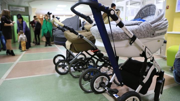 «Бывает, в холле не пройти»: главврач челябинской поликлиники попросил у Тефтелева тёплую колясочную