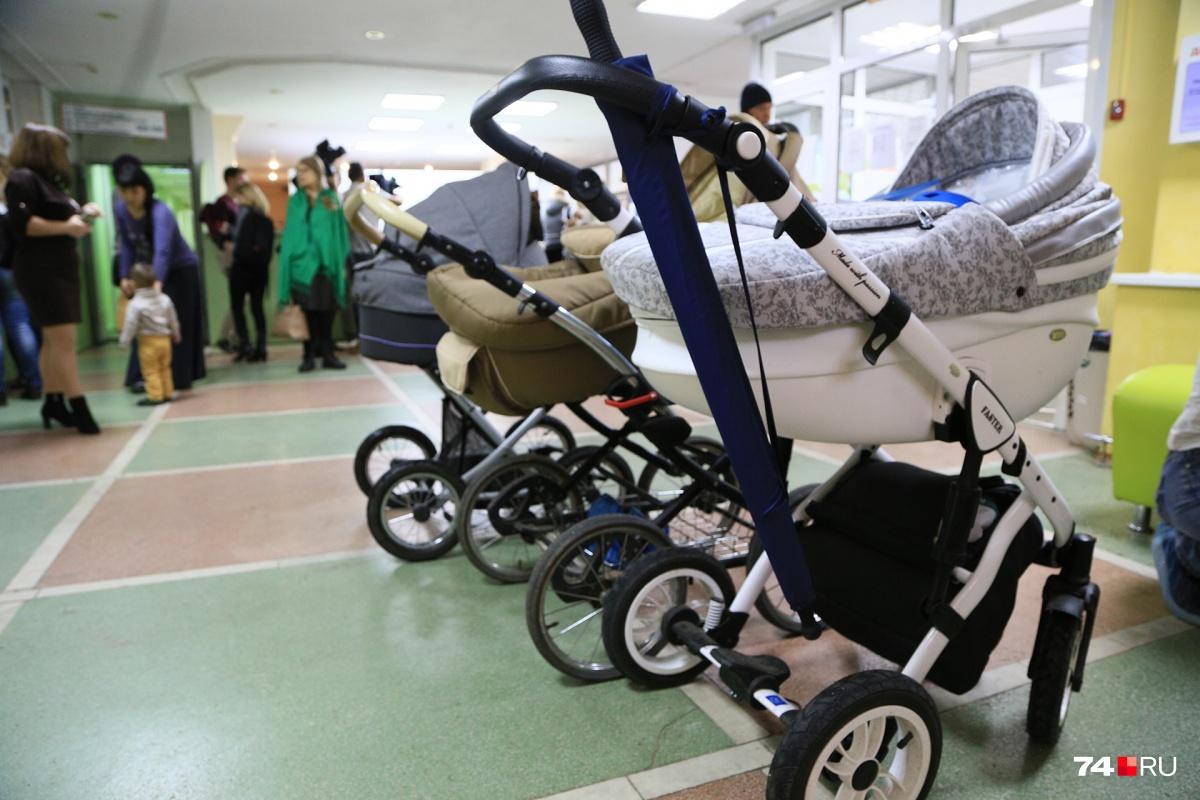 Сейчас парковка для детского транспорта находится в холле поликлиники