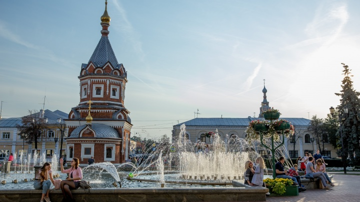 """«Зрелище голозадых """"ониждеток""""»: сотня ярославцев сцепилась из-за писающих у фонтанов детей"""