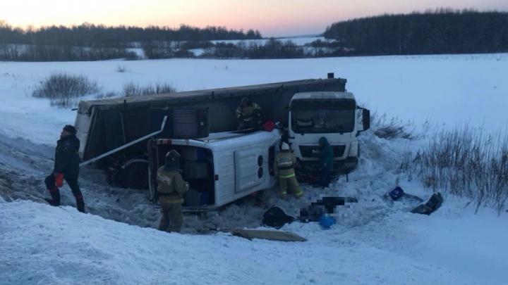 Стали известны личности погибших в ДТП с автобусом и фурой в Башкирии