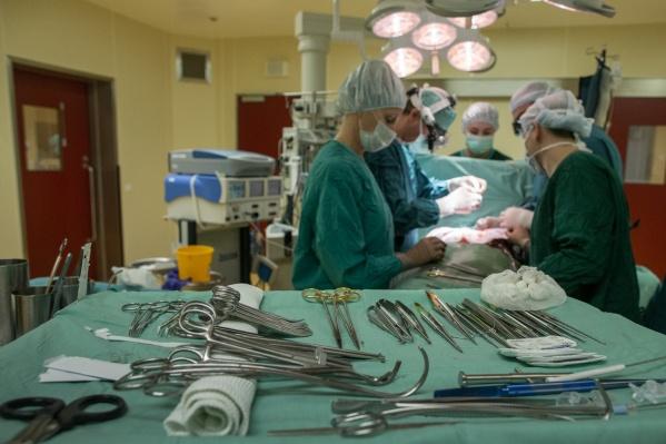 Первую операцию провели 73-летнему пациенту, который уже восстанавливается после операции