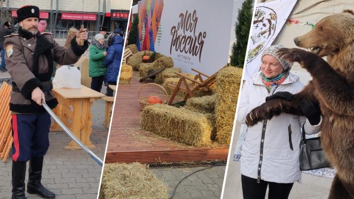 «Казачьи забавы и уморительный медведь»: как отпраздновали 4 ноября в Красноярске