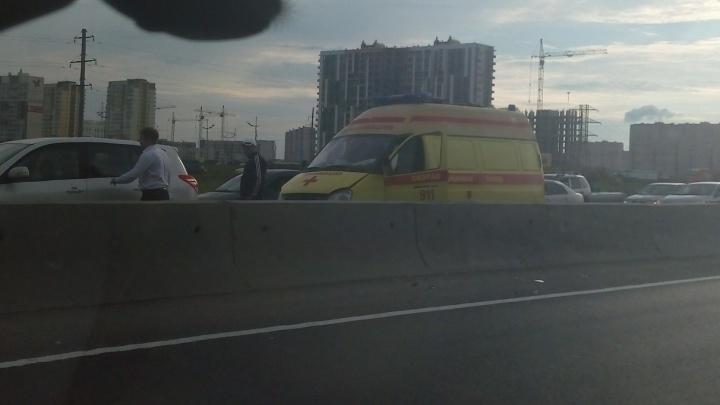 Две аварии на Закалужской за раз: столкновение двух иномарок и перевернувшийся на Renault пенсионер