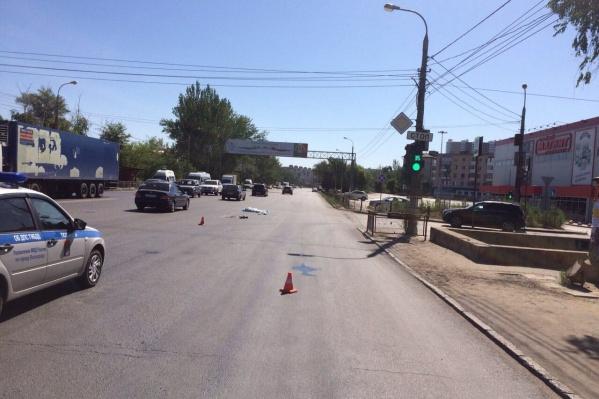 Жуткая авария случилась рядом с гипермаркетом «Семейный магнит» в Красноармейском районе