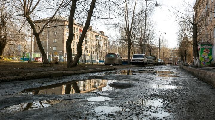 «Деньги поделили по договоренностям»: депутаты возмутились распределением средств на ремонт дворов