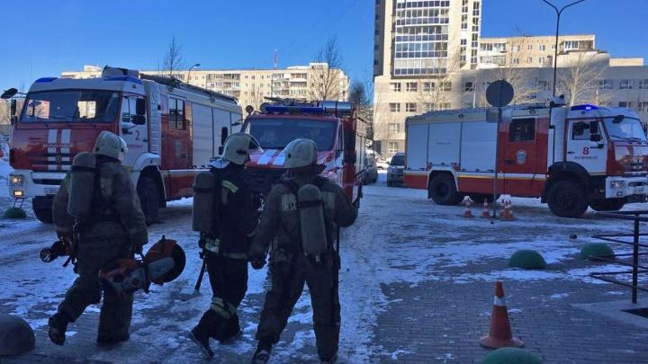 Возле парка Маяковского эвакуировали гостиницу из-за короткого замыкания в системе вентиляции
