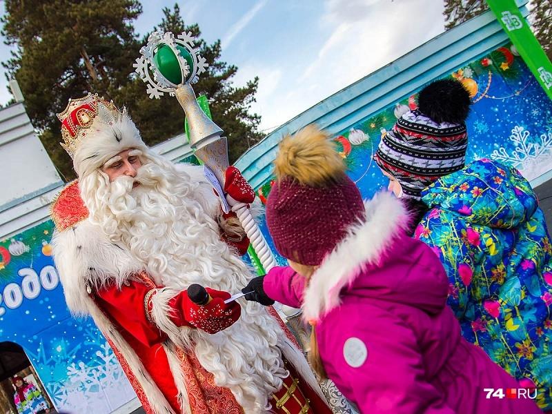 Каждый год ребята пишут письма Деду Морозу, надеясь на исполнение своих заветных желаний