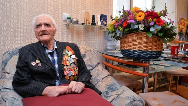 На колонне Рейхстага высек свои инициалы: история ветерана из Режа, которого не поздравили с 9 Мая