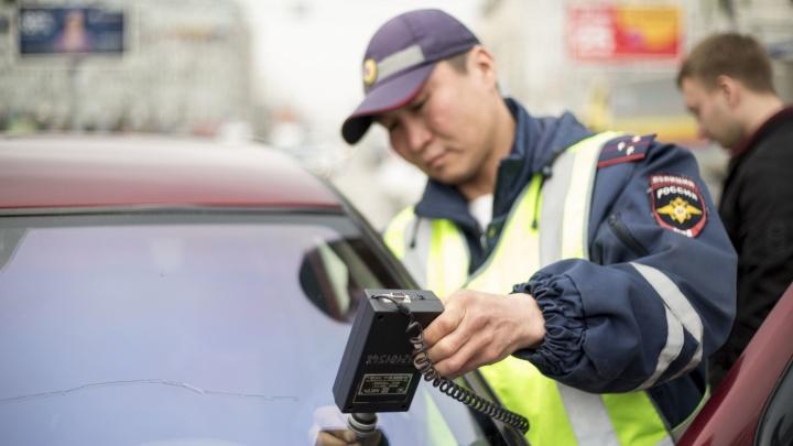 600 водителей за девять дней получили от автоинспекторов штрафы из-за тёмной плёнки на машинах