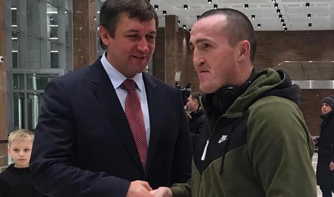 В Красноярск прилетел боксер Денис Лебедев