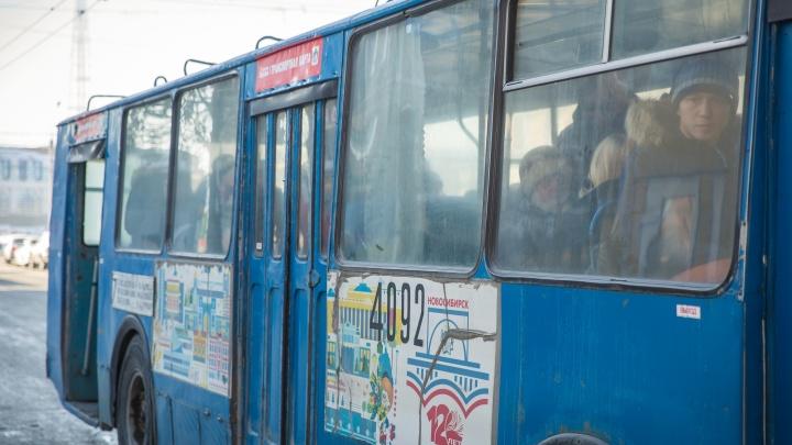 Троллейбусы встали у ГПНТБ из-за обрыва проводов