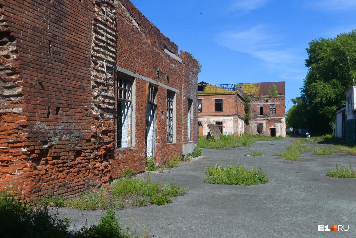 Территория завода — три гектара