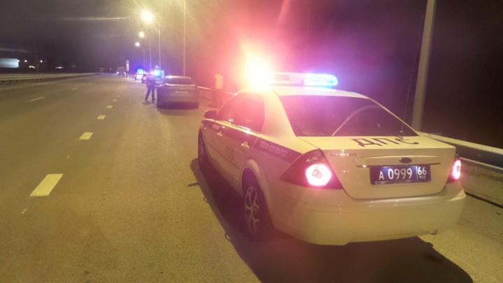 Kia сбила инспектора ДПС на пункте досмотра на Полевском тракте