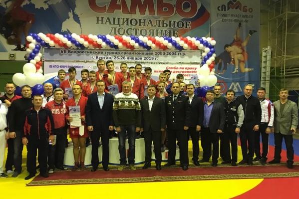 В турнире участвовали 240 спортсменов