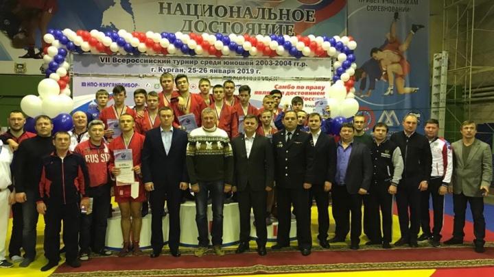 В Кургане прошел всероссийский турнир по самбо: зауральцы завоевали восемь медалей